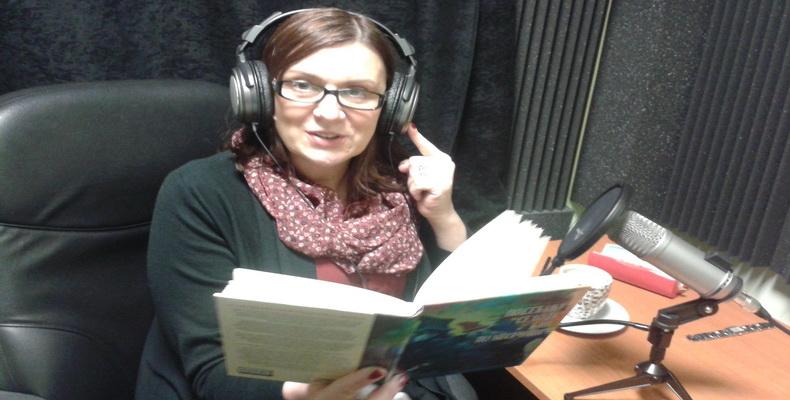 Vesna Kapor u tonskom studiju Specijalne biblioteke
