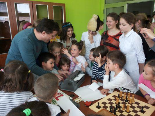 """Obilježen Međunarodni dan dječije knjige – posjeta mališana iz vrtića """"Neven"""" Specijalnoj biblioteci"""