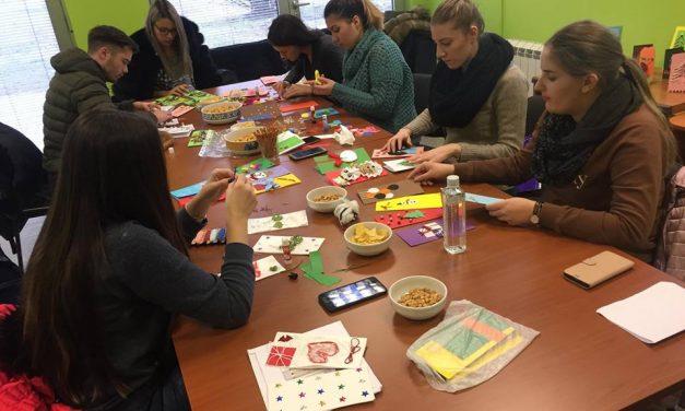 Студенти смјера Специјална едукација и социјална рехабилитација при НУБЛ-у израдили рељефне честитке за кориснике Специјалне библиотеке