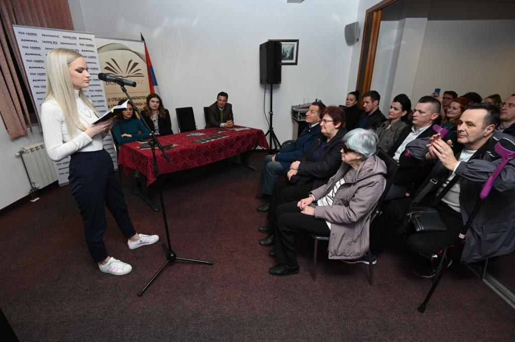 """Promocija """"Maglenih vibracija"""" Tee Gutić"""