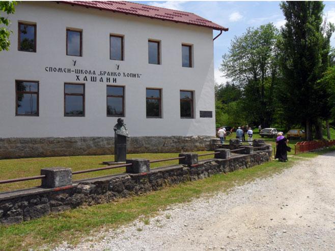 """Direktor Specijalne biblioteke u posjeti Hašanima na književnoj koloniji """"Rijeka misli"""""""