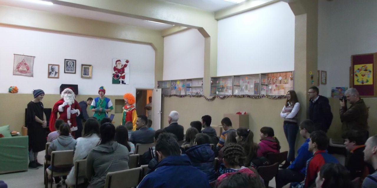 """Novogodišnja predstava u Centru """"Budućnost"""" u Derventi"""
