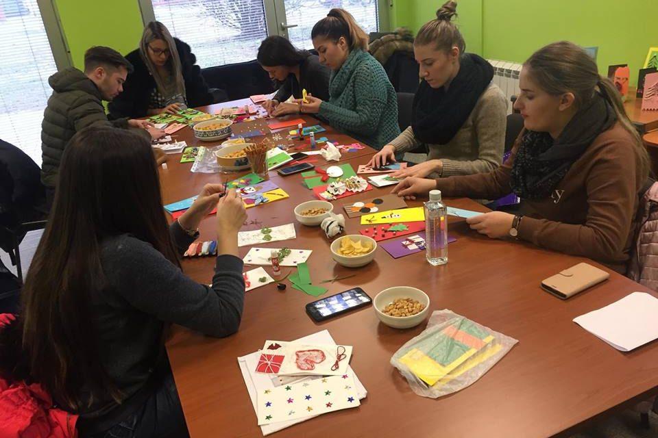 Studenti smjera Specijalna edukacija i socijalna rehabilitacija pri NUBL-u izradili reljefne čestitke za korisnike Specijalne biblioteke